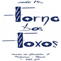 "A idea do logotipo xoga co elemento principal do PAN. As líneas verticais das ""F"" nambas verbas ""FORNO"" e ""FOXOS"" son barras e as horizontais simulan os coitelos que están cortandoas."